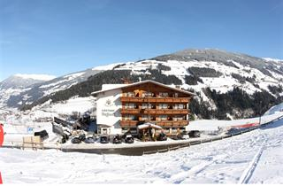 Austria, Zillertal, Hainzenberg, Hotel Dörflwirt