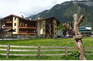 Austria, Zillertal, Mayrhofen, Appartements Armin Putzer - Sportplatz