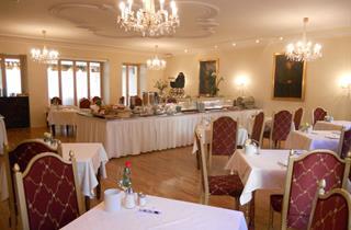 Austria, Olympia SkiWorld Innsbruck, Innsbruck, Romantik Hotel Schwarzer Adler