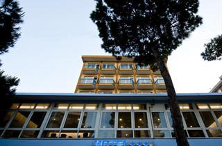 Italy, Central Adriatic Riviera, Rimini, Hotel La Perla