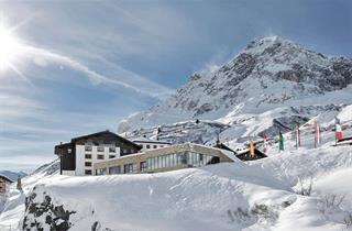 Austria, Arlberg, Zürs am Arlberg, Hotel Zürserhof